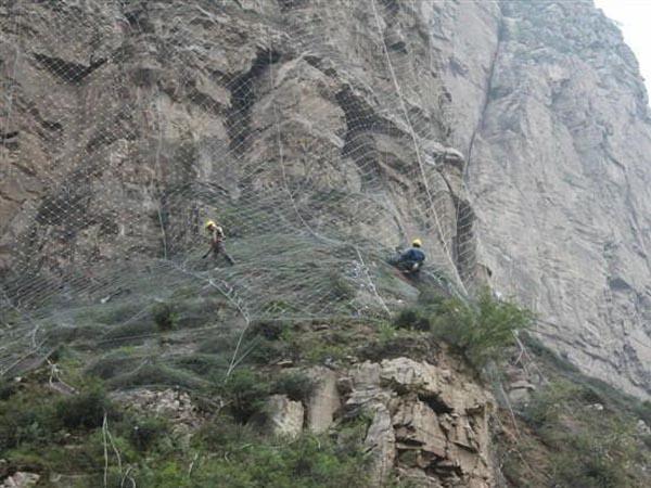 龙游石窟保护性边坡防护工程